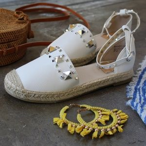 Shoes - 🆕//The Francesca// White studded Espadrille